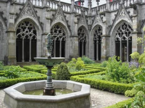 Pandhof_Utrecht_Cathedral
